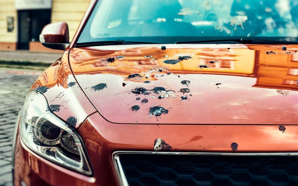 Ako bezpečne odstrániť pozdrav z auta